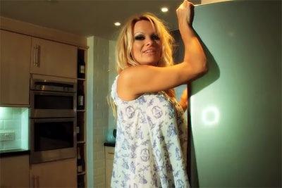 Pamela-Anderson-iPhone-1