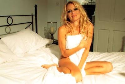 Pamela-Anderson-iPhone-3